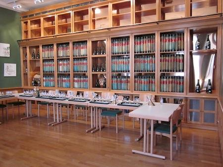 Sala de catas en la biblioteca de la bodega Perrier Jouët