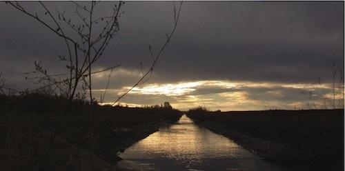 Construyeron un canal de 20 km. para encauzar el agua