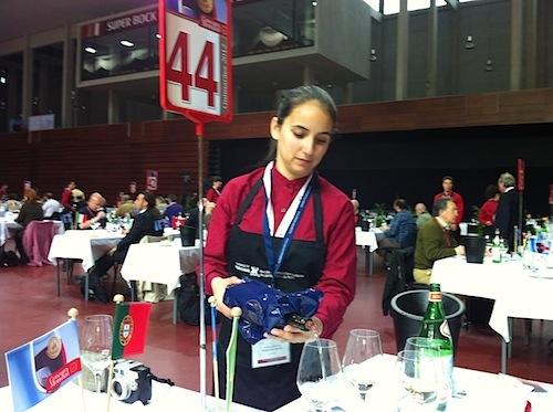 Servicio del vino durante el concurso
