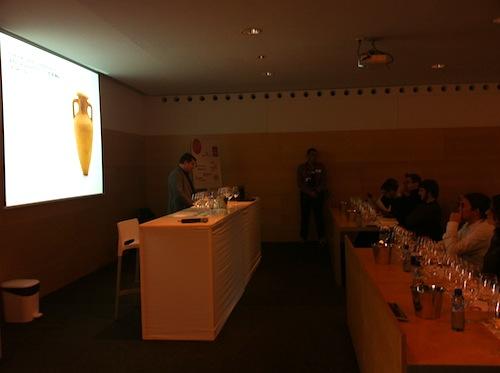 Pitu Roca durante la charla de vinos de ánforas fotos-por-cristina-alcala
