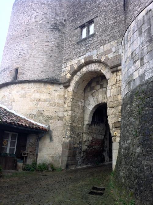 Entrada a la fortaleza de Cordes sur Ciel