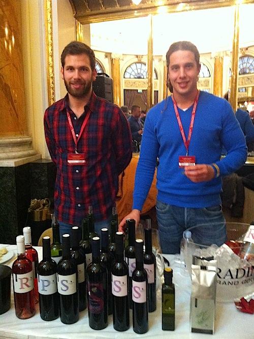 Propietarios y viticultores de Bodega Milos