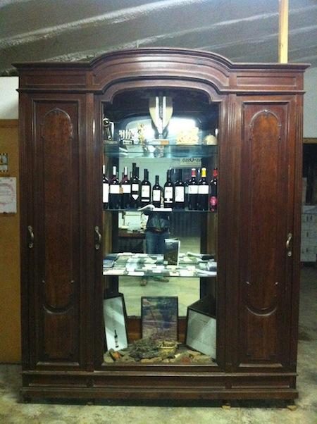 Bodega Masía Esplanes y su armario de vinos